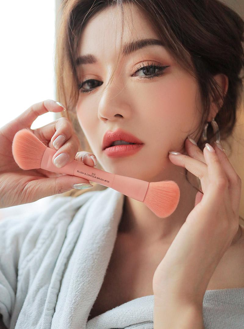 Stylenanda Korean Style Blus With Necklace Short Sleeve 3ce Blush Contour Brush F05